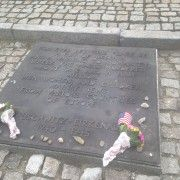 The international monument and the plaque in English.1