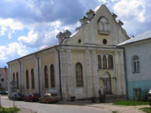 Jewish synagogue in Sejny, Poland. Photo Credits: http://2.bp.blogspot.com/-felkBT1pRzE/SV0EoedSGDI/AAAAAAAAA7I/UEgMEMPouGY/s1600/IMG_2364.JPG; photo of jewish synagogue