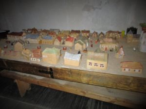 Some of the clay sculptures that were made by children. Photo Credits: http://urbanlabsce.eu/a-new-light-shines-for-the-memory-of-jewish-poland/ ; photo of the clay model of Sejny, Poland