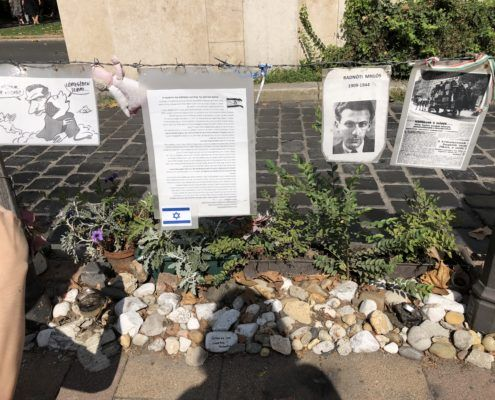 Jewish victims and relatives paying their respects and sharing the true story of Hungary during WW2