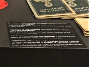 German and English Descriptions of Artifacts at the Documentation Center of Austrian Resistance