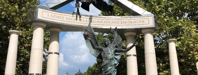 """This is the monument that is dedicated to """"all Hungarian victims"""" of the German occupation"""