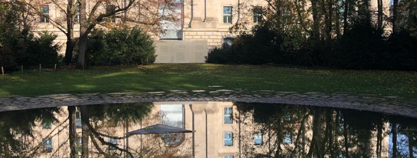 The Bundestag and its reflection in the memorial pool